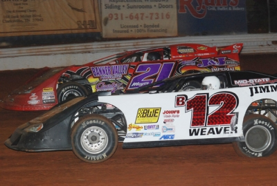 Billy Moyer (21) takes the lead from Kevin Weaver (B12). (DirtonDirt.com)