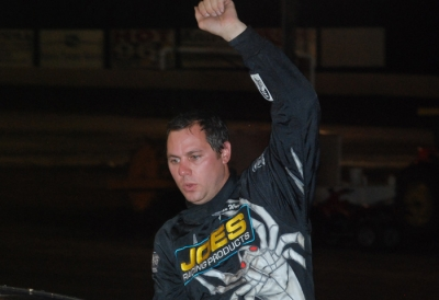Jeep Van Wormers celebrates his $6,000 victory. (DirtonDirt.com)