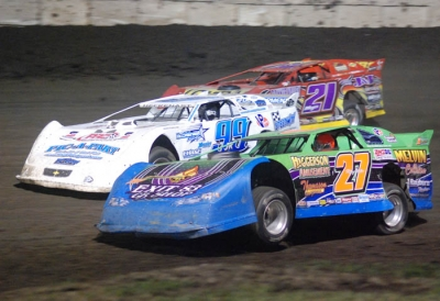 Rodney Melvin (27) leads the start at Fairbury. (DirtonDirt.com)