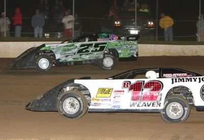 Jason Feger (25) edges ahead of Kevin Weaver (B12) at Peoria. (mikerueferphotos.photoreflect.com)