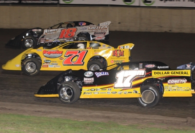 Winner Don O'Neal (71) battles up front at Tri-City. (stlracingphotos.com)