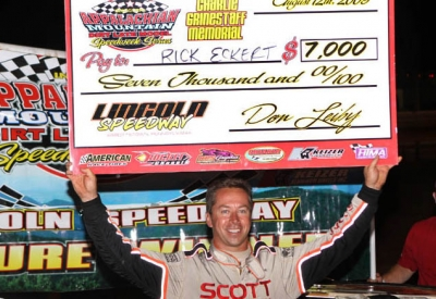 Rick Eckert picks up $7,000. (pbase.com/cyberslash)
