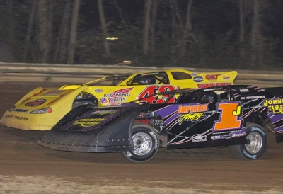 Winner Jason Covert battles Davey Johnson (1j) in Cumberland, Md. (pbase.com/cyberslash)