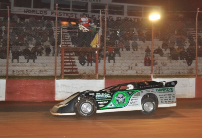 Scott Bloomquist takes the checkers. (mikessportsimages.com)