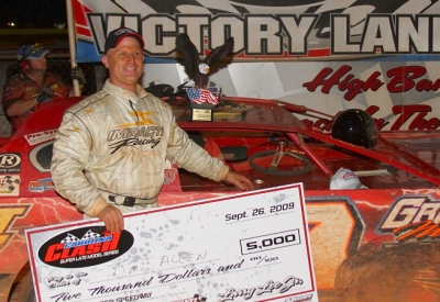 Tim Allen picks up his $5,000 check. (Gary Laster)