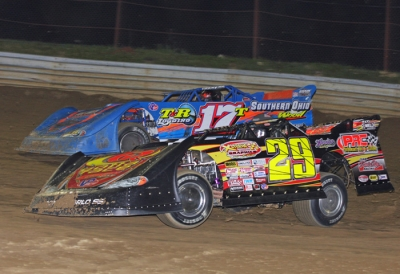 Winner Tim Dohm (17T) battles runner-up Darrell Lanigan (29). (rasmithphoto.com)