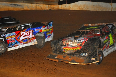 Billy Ogle Jr. (201) tangled early with Vic Hill (1). (mrmracing.net)
