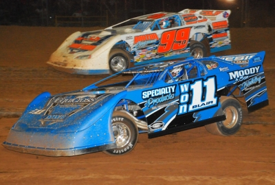 Robbie Blair (11) regains the lead from Boom Briggs (99). (stivasonphotos.com)