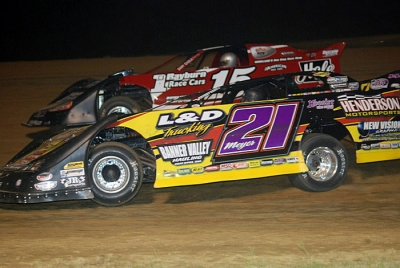 Billy Moyer (21) takes second from Greg Johnson (15). (DirtonDirt.com)