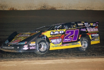 Billy Moyer heads for victory at Clayhill. (DirtonDirt.com)
