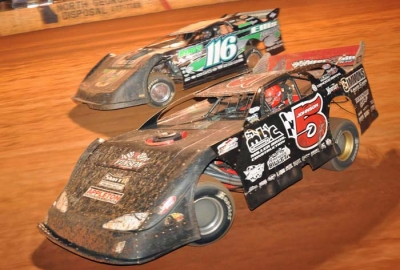 Ronnie Johnson (5) battles Randy Weaver (116). (mikessportsimages.com)