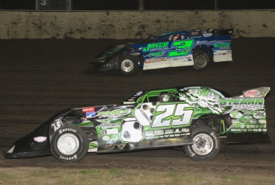 Winner Brian Shirley (3s) battles Jason Feger (25) on Friday at Tri-City. (stlracingphotos.com)