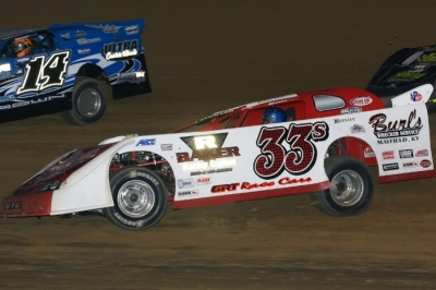 Kevin Cole (33) races to a third-place finish at Paducah on April 1. (kohlsracingphotos.com)