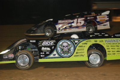 Scott Bloomquist takes the lead from Steve Francis (15). (DirtonDirt.com)