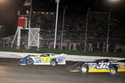 Jason Utter (31) beats Chris Simpson (32) to the line for a $3,000 victory. (fasttrackphotos.net)