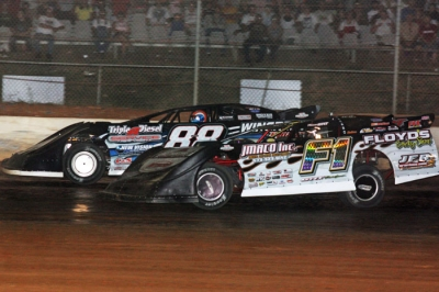 Wendell Wallace (88) gets by race-long leader Jeff Floyd (F1) with two laps remaining at West Plains. (Ron Mitchell)