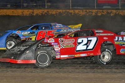 Jake Redetzke (27) heads for victory at Casino Speedway. (crpphotos.com)