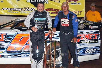 Randy Weaver (left) drove Derek Ellis's (right) backup car to victory at North Georgia. (mikessportsimages.com)