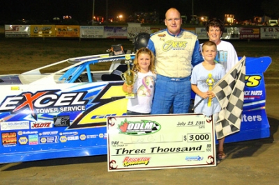 Lee Gill celebrates his $3,000 victory at Brighton. (ODLM)