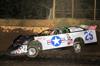 Jason Feger heads for victory at Peoria. (Lonnie Wheatley)