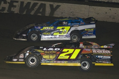Billy Moyer (21) moves by Brian Shirley en route to a $5,000 victory. (Rich Edwards Jr.)