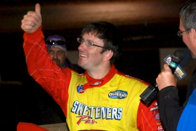 Tim McCreadie gives a thumbs-up after his flag-to-flag victory. (DirtonDirt.com)