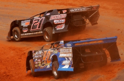 Royce Bray (21) leads Cla Knight (42) in the final laps at Toccoa. (Brian McLeod)