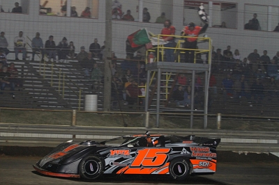 Larry Campbell picks up his first Super Late Model victory. (Woody Hampton)