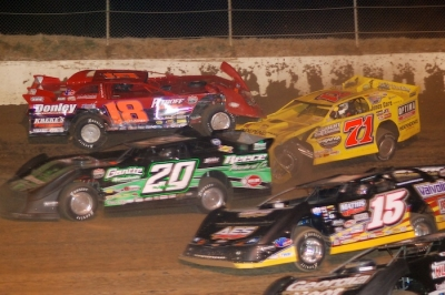 The first-lap scramble that elminated Don O'Neal (71) and Shannon Babb (18). (DirtonDirt.com)