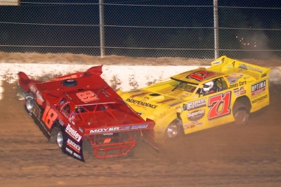 Shannon Babb (18) and Don O'Neal (71) crash at Paducah. (DirtonDirt.com)