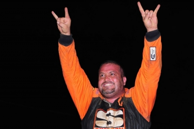 Chad Stapleton celebrates his flag-to-flag victory. (dt52photos.com)
