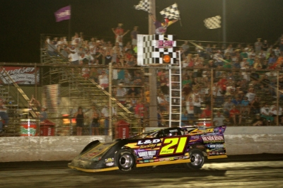 Billy Moyer takes the checkers at Tri-City. (stlracingphotos.com)