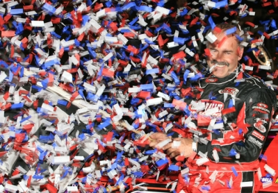 Billy Moyer celebrates his $20,000 victory. (cgphotos.net)
