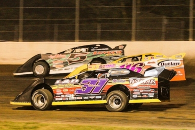 Klint Byars (5), Randy Weaver (116) and Scott Creel (31) battle up front at Magnolia. (foto-1.net)