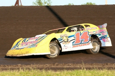 Mike Murphy Jr. heads for his third series victory of the season. (Barry Johnson)
