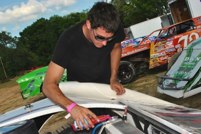 Jon Henry prepares his car for Spoon River's Hell Tour event. (DirtonDirt.com)