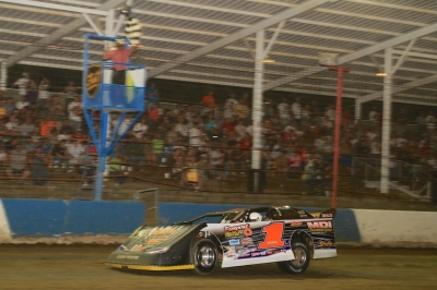 Don O'Neal takes the checkers at Terre Haute. (stlracingphotos.com)