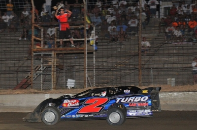 John Anderson takes the checkers in Osborn, Mo. (fasttrackphotos.net)