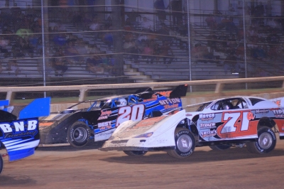 Kevin Sitton (20) and Allen Tippen (71a) battle at I-30 Speedway. (Best Photography)