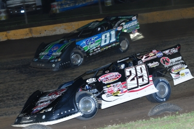 Scott James (81) works around Darrell Lanigan (29). (mikerothphotography.com)