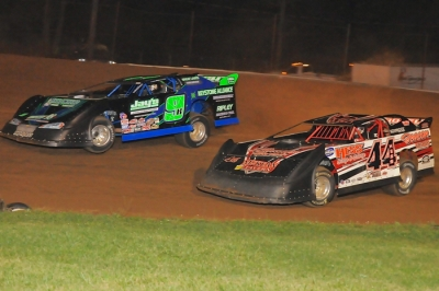 Winner Dave Hess Jr. (44) moves by third-place finisher Mike Knight. (Joe Nowak)