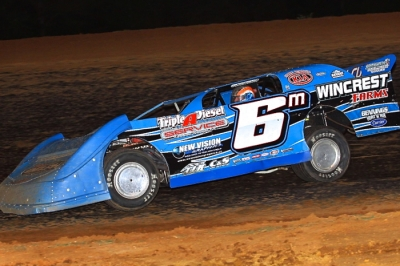 Wendell Wallace heads for victory at I-30 Speedway. (Woody Hampton)