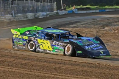 Mark Whitener gets up to speed at North Florida Speedway. (ricksdarkroom.com)