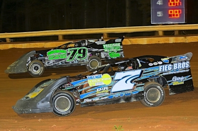 D.J. Troutman (7) heads for victory at Bedford Speedway. (wrtspeedwerx.com)