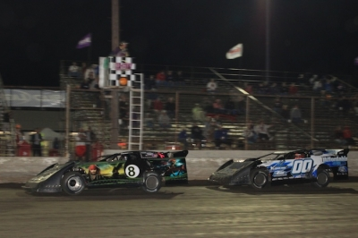 Scott Weber (8) outran Randy Korte (00) at Tri-City. (stlracingphotos.com)