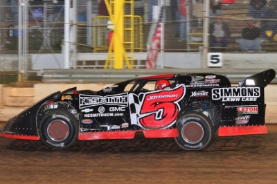 Ronnie Johnson heads for victory at Boyd's. (photobyconnie.com)