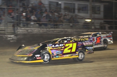 Billy Moyer heads to his 19th DIRTcar Nationals victory. (stlracingphotos.com)