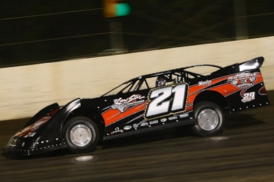 Chris Brown heads for a heat race victory at Magnolia. (Heath Lawson)