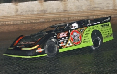 Scott Bloomquist heads to victory at Pittsburgh. (Todd Battin)