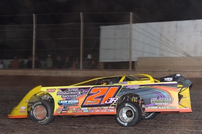 Billy Moyer Jr. heads for victory at Tucson. (photofinishphotos.com)